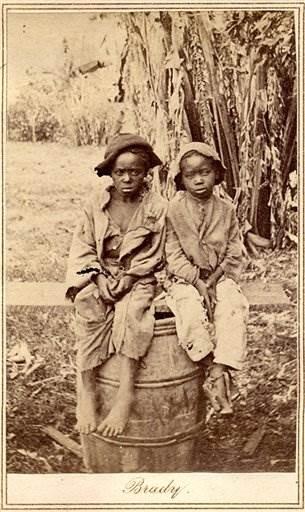 slave photo--2118689825.grid-4x2